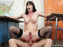Rayveness with big bottom gets say no to bush fucked