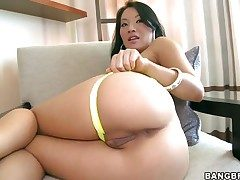 Oriental Asa Akira with bouncy bottom gets